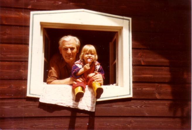 1979 Juni Opa Hüttenfenster